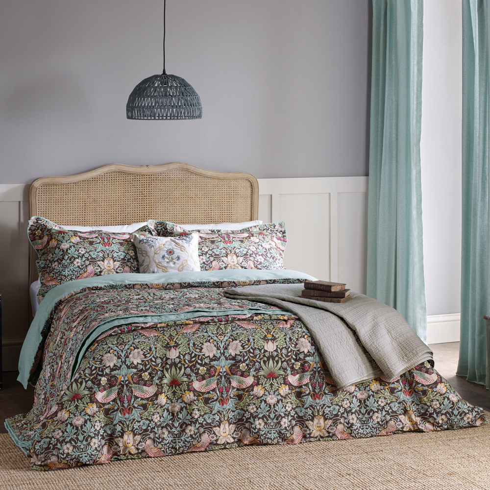 Morris & Co | Strawberry Thief Bed