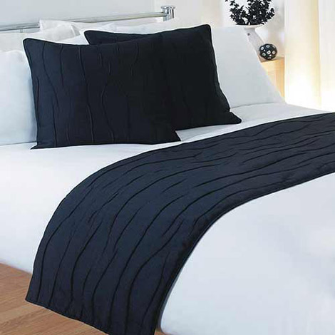 bed runners and cushions 1